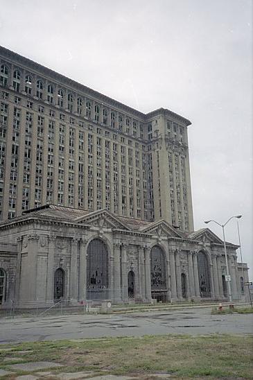 Exploring Detroit - image 10